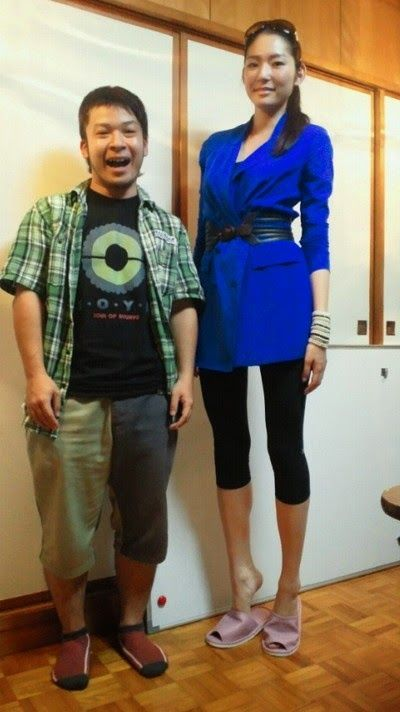 Tall japanese lady vs short men