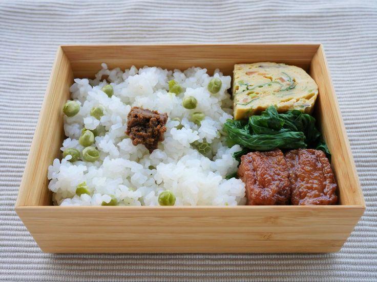 豆ごはん175g(富貴味噌)錦巻き 小松菜お浸し 粟麩揚げ煮