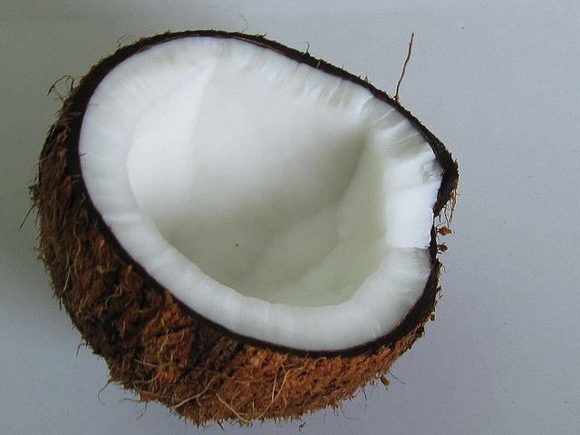 15 Clever Ways To Use Coconut Oil For Beauty and Hygiene - #Beauty #CoconutOil #Hair #Skin