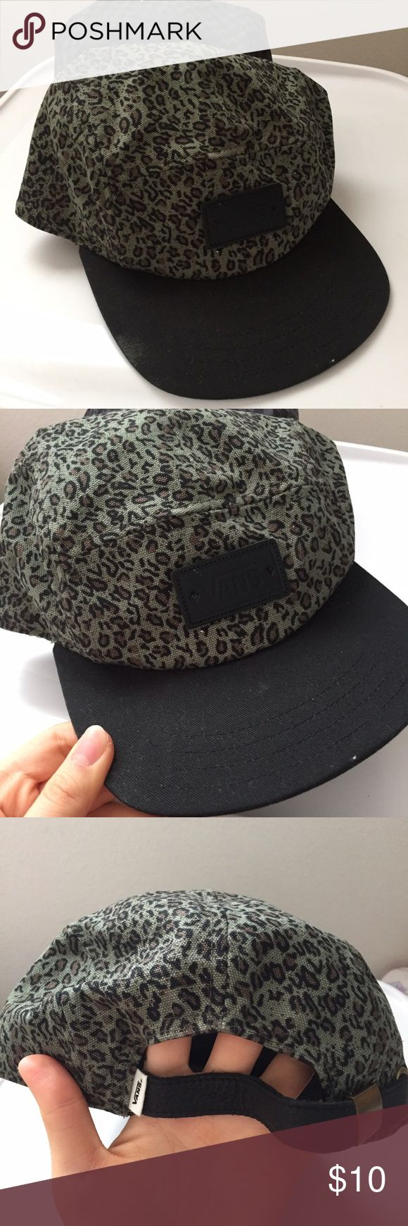 Green leopard vans semi-snapback hat Green leopard vans semi-snapback hat, never really been worn on any occasion so it is still in excellent condition. #hippie #vintage #90s #skateboarder #hats #blackhat #vans #leopard #green Vans Other