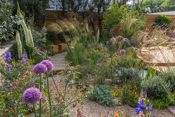 #Landscaping #inspiration from The Royal Bank of Canada Garden at the Chelsea Flower Show / RHS Gardening