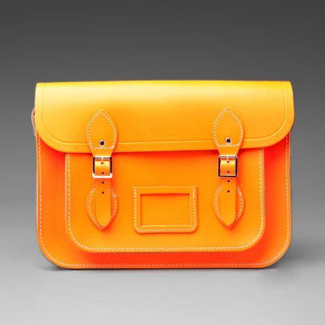 Il fascino delle #borse @Rachel Young, è ormai dilagante, così come il loro successo. Uno stile londinese, basico e classico, associato a colori fluo.http://www.sfilate.it/225322/the-cambridge-satchel-estate-2014-it-bag