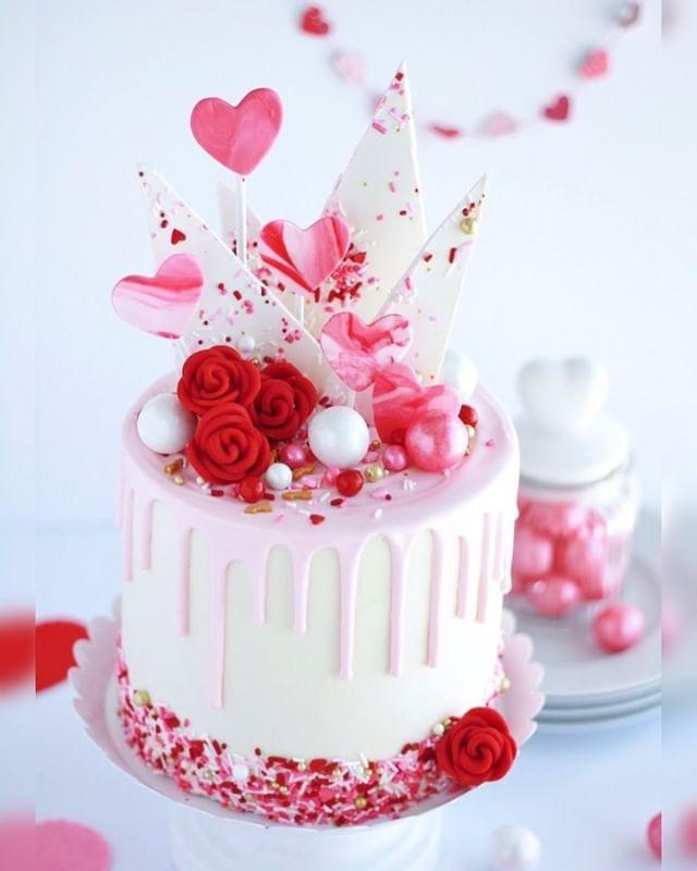 White Cake With Vanilla Buttercream Baking With Blondie Recipe Valentines Day Cakes Cake Decorating Valentine Cake