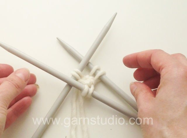 DROPS Knitting Tutorial: How to cast on with a circle