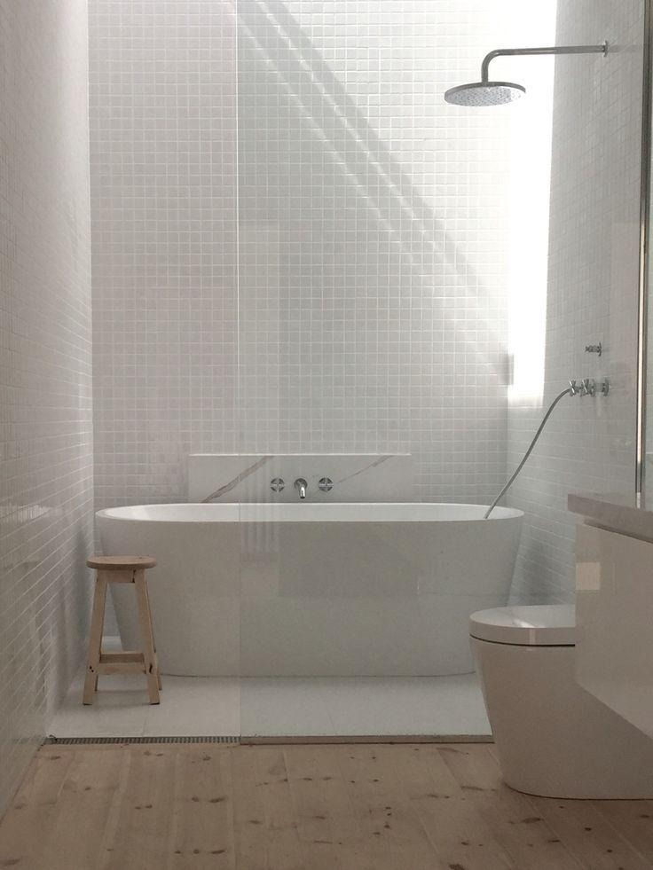 Main Bathroom, Gloss white 30×30 tiles, Matt White 600 x 600 tiles, Baltic Pine … – badezimmer // bathroom