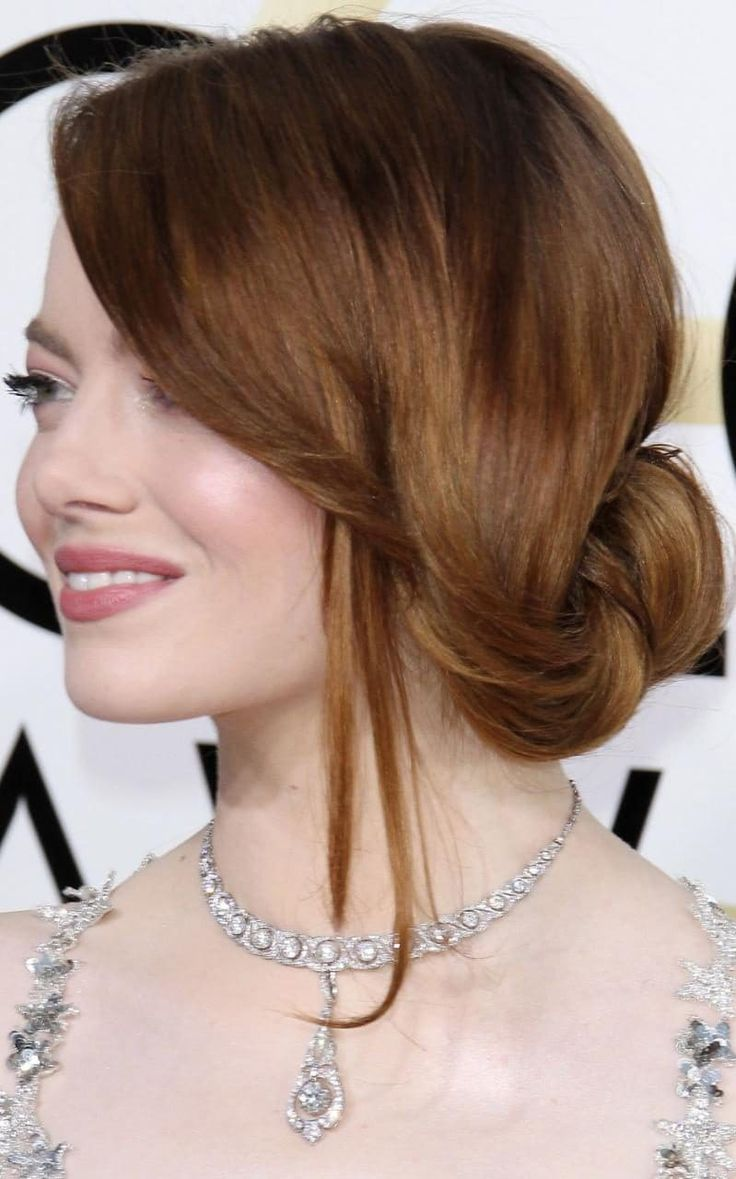 Golden Globes 2017 - Emma Stone wears a loose pretty updo - red carpet hair