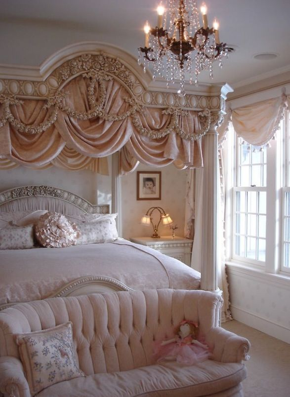Definitely a girly bedroom but warm and inviting. Somehow, I can imagine the lingering scent of Chanel No. 5.