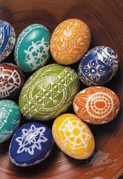 Ouă de Paști cu motive populare