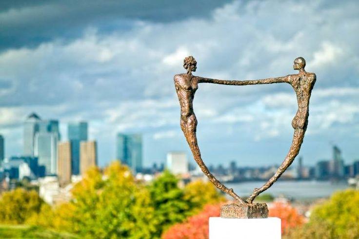 Μπορούμε να είμαστε ευτυχισμένοι αν δεν έχουμε ερωτικό σύντροφο; Υπάρχει καλή και κακή αγάπη; Κάθε ζευγάρι είναι μια σχέση εξουσίας;