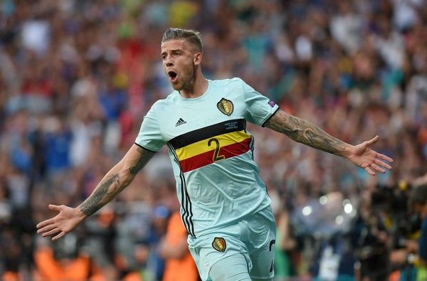 TOPSHOT - Belgium's defender Toby Alderweireld celebrates after scoring a goal during the Euro 2016 round of 16 football match between Hungary and Belgium at the Stadium Municipal in Toulouse on June 26, 2016.   / AFP / Rémy GABALDA