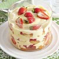Trifle met aardbeien, mascarpone en advocaat. Klik op de afbeelding voor het recept!