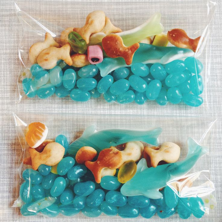 Party favors from Sidonie's sea creature/aquarium birthday. Little candy ocean scenes! Blue jelly beans + Haribo gummi shark, shells, and rocks + Goldfish crackers.