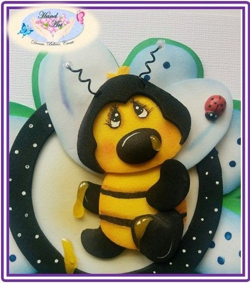 handmade Cute card, Bee design, recyclable materials handcraft paper, Eva foam, Goma Eva, foamy, Foami.
