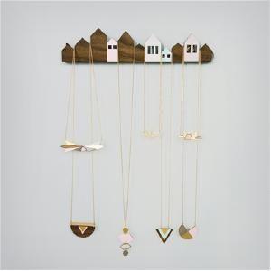 présentoir bijoux maisons bois de Shlomit Ofir