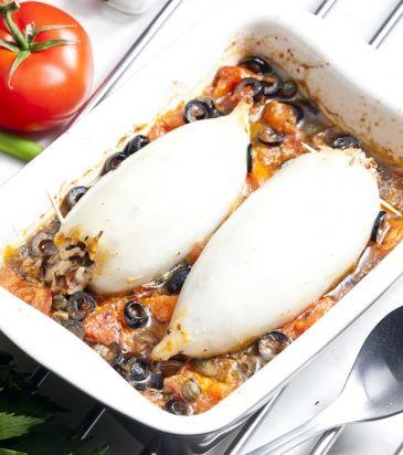 Καλαμάρια γεμιστά με πλιγούρι, σάλτσα ντομάτα, ελιές και κάππαρη | Γιάννης Λουκάκος#.