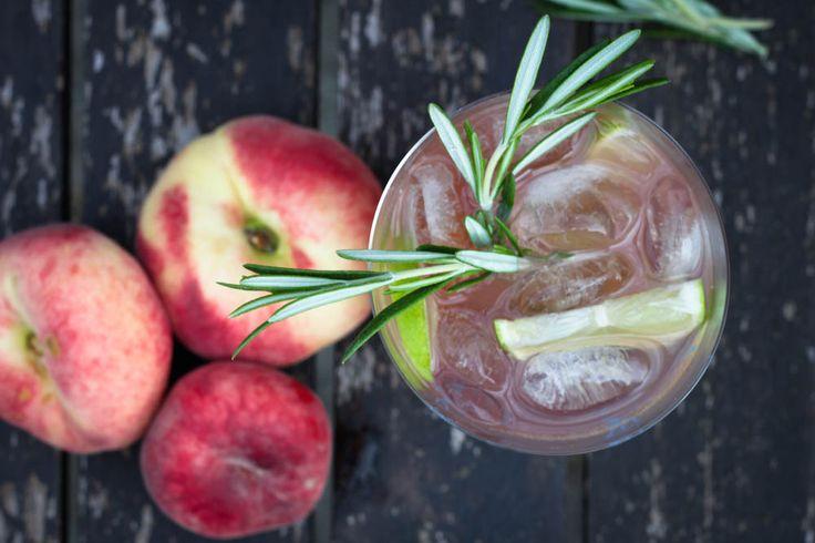 peach ice tea with apples