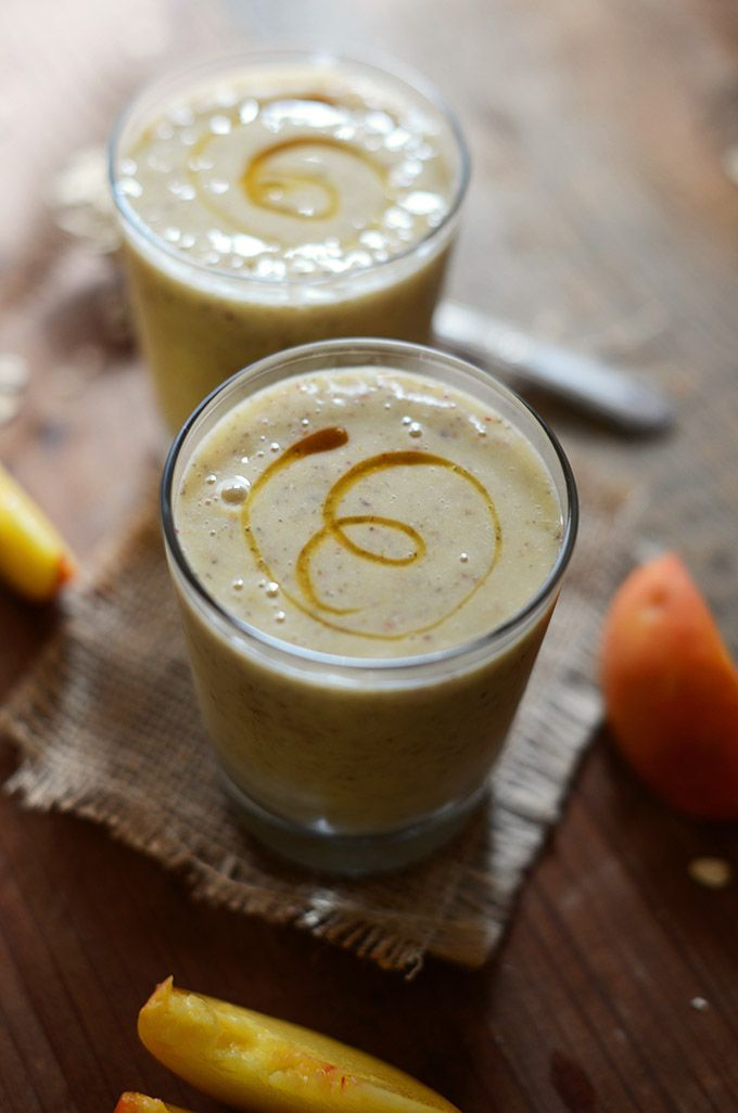 Vegan Peach avena Chia Smoothie!   minimalistbaker.com  2 melocotones maduros, en cuartos, fosas removidas 1 cucharada de semillas de chía 1/4 taza de copos de avena (sin gluten para los comedores G-libres) 1/2 plátano congelado (pelado antes de la congelación) 1/4 taza de jugo de naranja natural 1/2 taza de leche de almendras sin azúcar OPCIONAL: 1 cucharada de agave, jarabe de arce o stevia para endulzar añadido (o miel para no vegana)