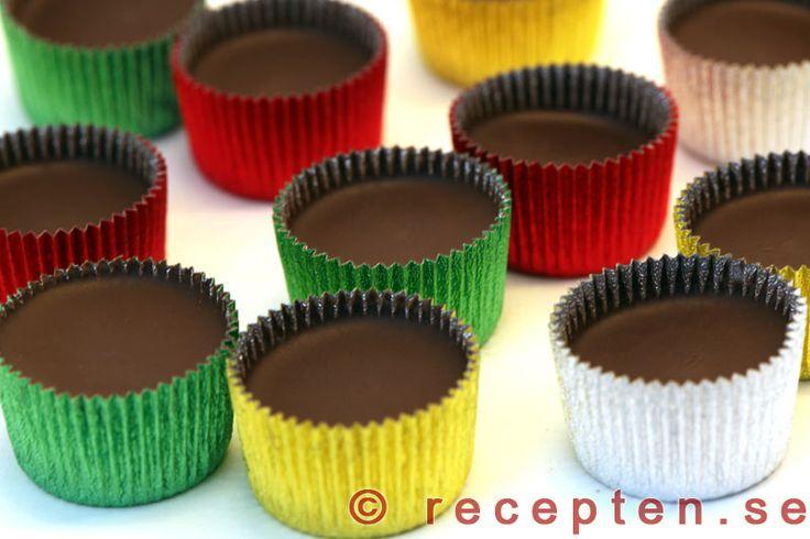 Ischoklad - Enkelt recept på ischoklad - klassiskt julgodis. ca 50 st. Du behöver choklad, kokosfett och ischokladformar.