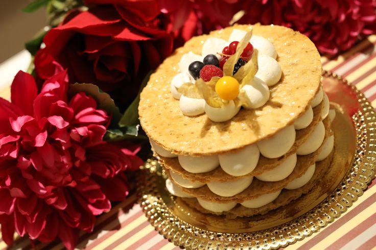 Ecco una proposta innovativa per un dolce diverso, fresco ed invitante  #dolci #sweet #torte #nudecake #nakedcake #cremachantilly #pastasfoglia #pasticceria #altapasticceria #albacaffè