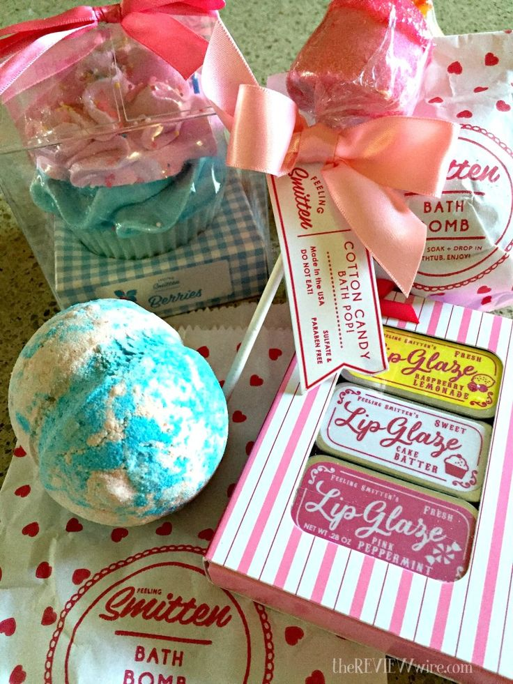 Mother's Day Gift Guide: Pamper MOM with bath products from Feeling Smitten! #reviewwireguide #beauty