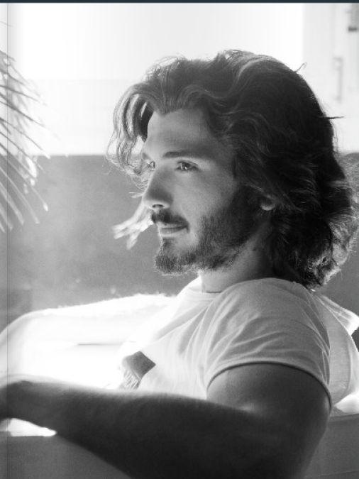 Gotta love to run my fingers through that hair! Yon Gonzalez from Grand Hotel.
