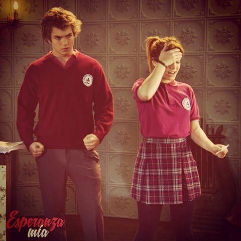 Pedro ( Franco Masini) y Lola (Angela Torres) ensayando para la obra de Julia ( Lali Esposito)