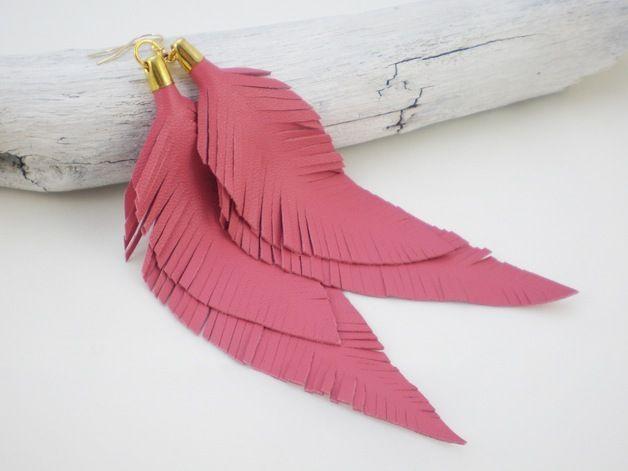 Lederohrringe - große Federohrringe aus Leder in pink- gold - ein Designerstück von ViktoriaBoldt bei DaWanda
