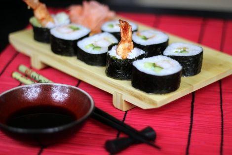Dziś kolejna japońska propozycja na Sushi Maki z Krewetką w Tempurze - Wyśmienite sushi ze smażoną krewetką w tempurze. Jesteśmy pewni że smak tej przekąski przeniesie Was do kulinarnego raju, nie wierzycie? Sprawdźcie :)