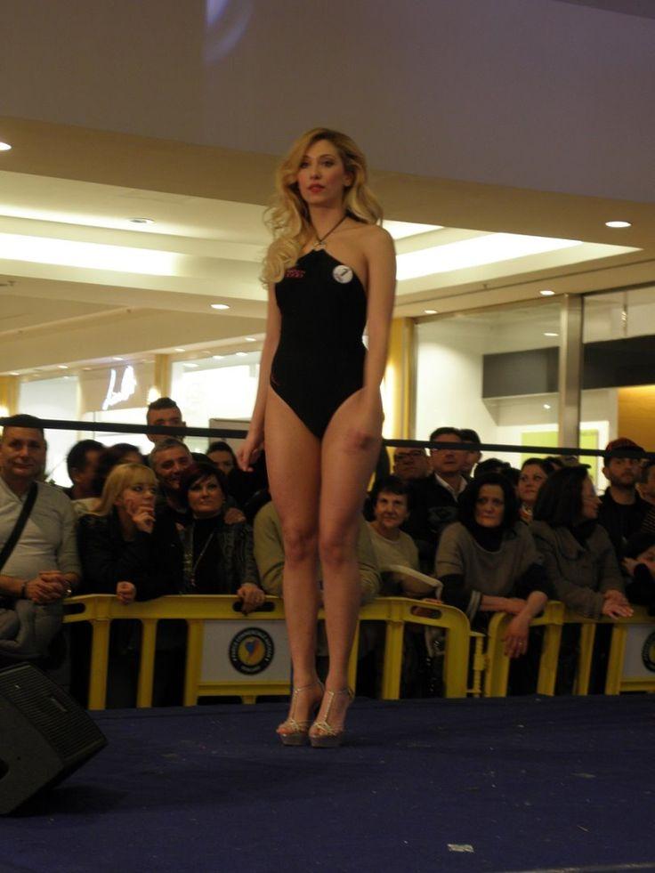 Miss Mondo, la biondissima Elena Santoro vince la tappa in Campania   Il Mattino