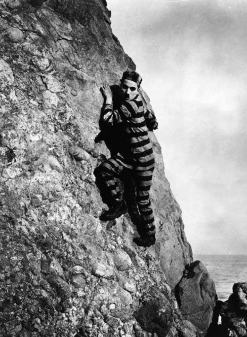 Charlie Chaplin in The Adventurer (1917, dir. Charlie Chaplin)