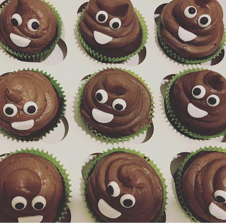 Emoji 💩 cupcakes