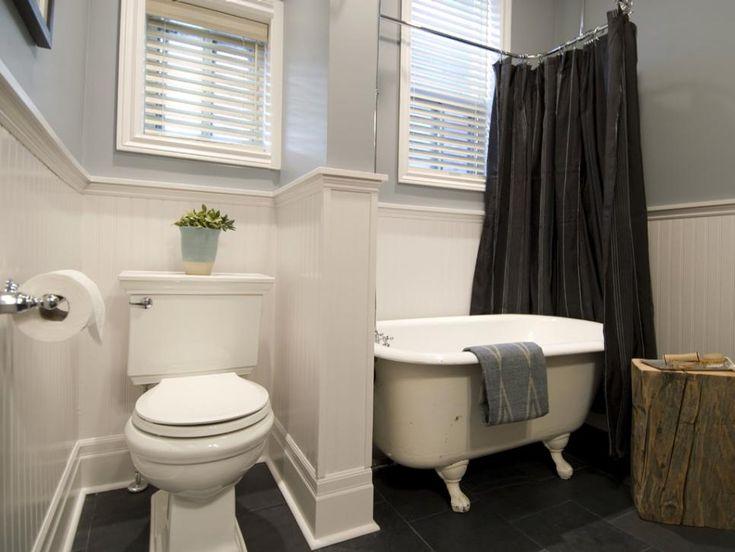 Después: El cuarto de baño recientemente renovado incorpora la bañera con patas originales, piezas de fundición carril de la silla, y tonos neutros de gris y blanco roto.