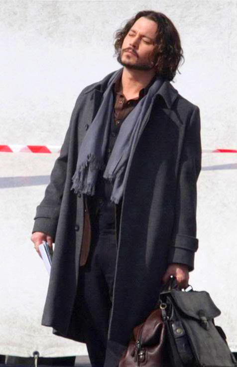 Johnny depp in the tourist like the classic style of this the man has style pinterest Fashion style johnny depp