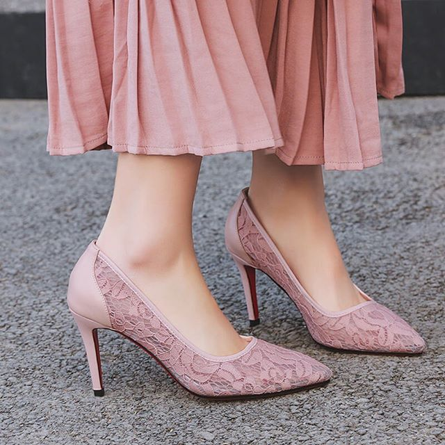 Ins Amazing #shoes #women #pumps #heels #lace #stilettos #party #wedding  #pink #fashion #redsoles #luxury #stylish #instagood #footwear #highheels  ...