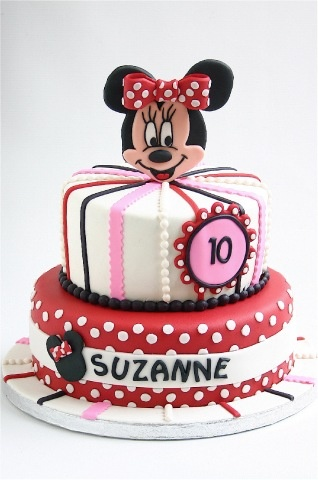 look at the name on the cake! i think its meant to be lol