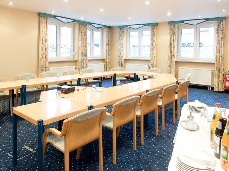 Das AKZENT Hotel Gasthof Krone in Helmstadt ist durch die optimale Anbindung an die A3 und die Nähe zu Würzburg und Wertheim der optimale Ort für Tagungen, die auf individuelle Betreuung, zuvorkommenden Service und eine persönliche Note Wert legen.