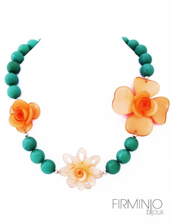 #Girocollo in #agata con inserti in #argento e #fiori di #resina - #Necklace in #agate with #silver inserts and #resin #flowers
