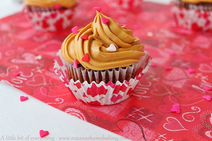 Great recipe and she's having a giveaway too!: Leche Cupcakes, Chocolate Cupcakes, Leche Frostings, Chocolates Cupcakes, Cupcakes Recipes, Frosting Recipes, Cupcakes Tops, Chocolate Dulce, Caramel