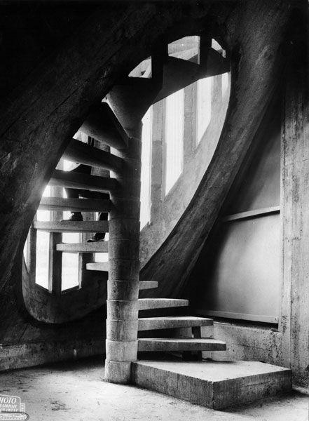 Eglise Notre-Dame de Royan en Charente-Maritime, stairway, concrete architecture, geometrical