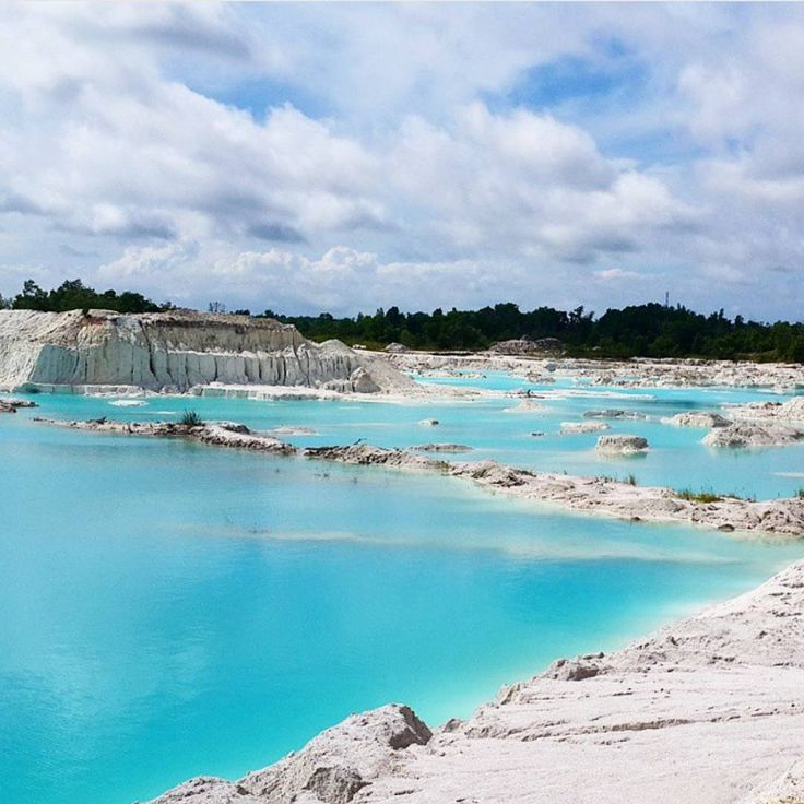"#INDOTRAVELLERS on Instagram: ""Tag your friends if you really want to go there with them  . Lokasi/location: Danau Kaolin, Desa Perawas, Tanjungpandan, Belitung, Bangka-Belitung ."
