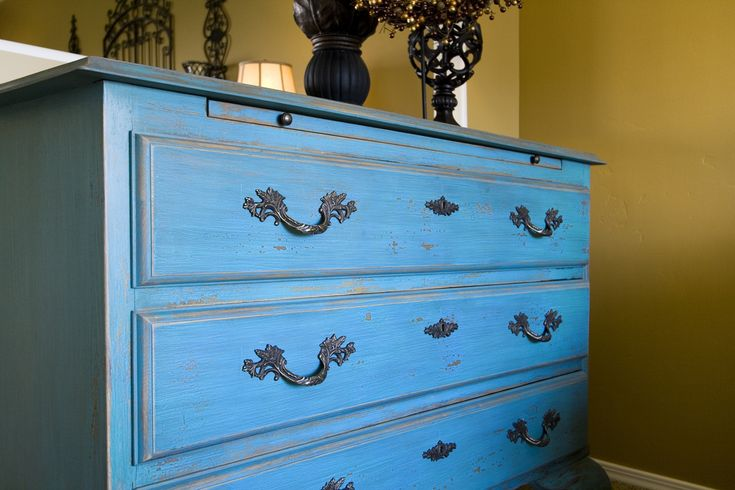 DIY: Distressed Furniture