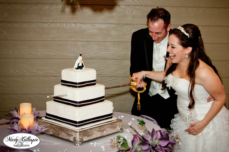 cutting wedding cake with sword 1000 images about the the bubbles amp the blade on 13304