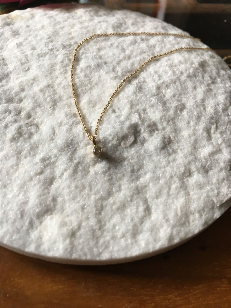 Lautrop jewellery necklace 18 ct gold and champagne coloured diamond