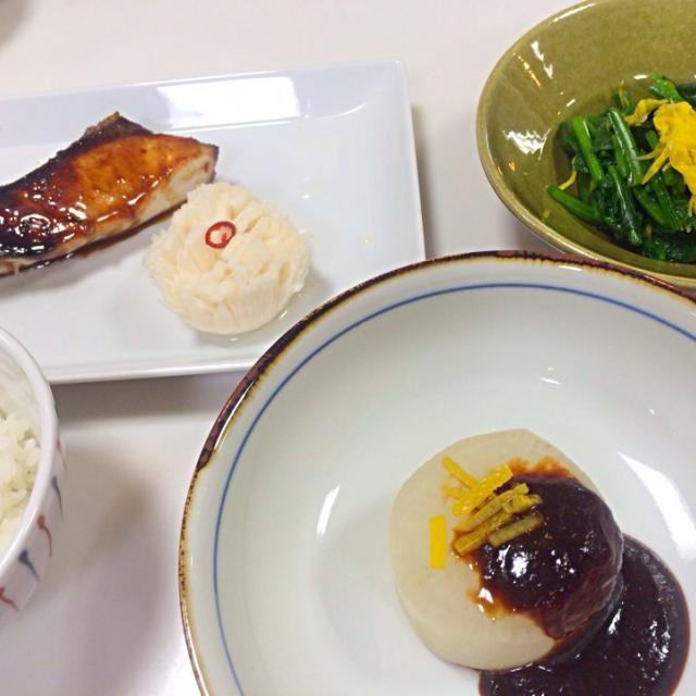 ブリの照り焼き 菊花かぶ ほうれん草と黄菊のおひたし ふろふき大根 - 5件のもぐもぐ - ベターホーム和食基本11月 by Rina  Tanaka