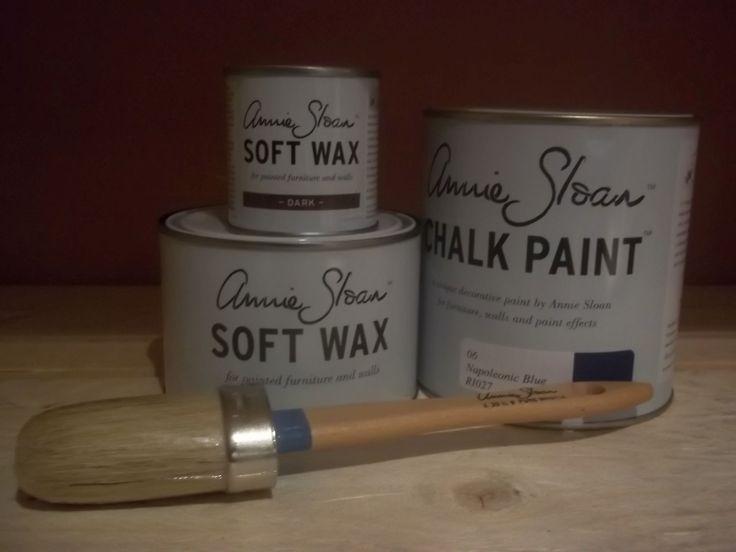 Annie Sloan pakket 2 Napoleonic Blue bestaat uit één liter Napoleonic Blue één Clear (Soft) Wax 500 ml en ''eén Dark wax van 120 ml en een geweldige Annie Sloan kwast nummer 8.