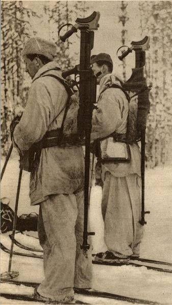 Swedish volunteers in the Winter War carrying Boys.
