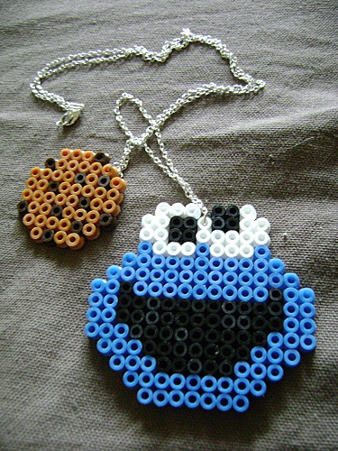 Cookie monster en hama beads DIY these would be very cute assembled inside of a picture frame even. adorable!