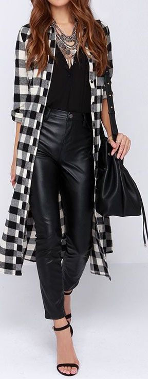 Whether you're going to the market, or having coffee with the BFF, the Dee Elle Hybrid Moments Black Plaid Maxi Top has the perfect blend of...