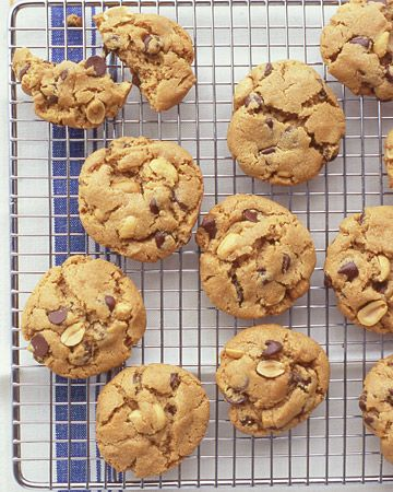 Flourless Peanut Butter and Choc Chip Cookies- delicious and easy! Possibly the best peanut butter cookie I have tasted.