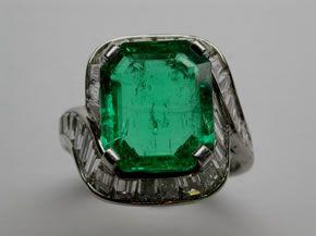 Da easyOro anello Bulgari Vintage in oro bianco con diamanti taglio baguette e smeraldo...contattaci allo 031/261507 o visita il nostro sito easyoro.it!